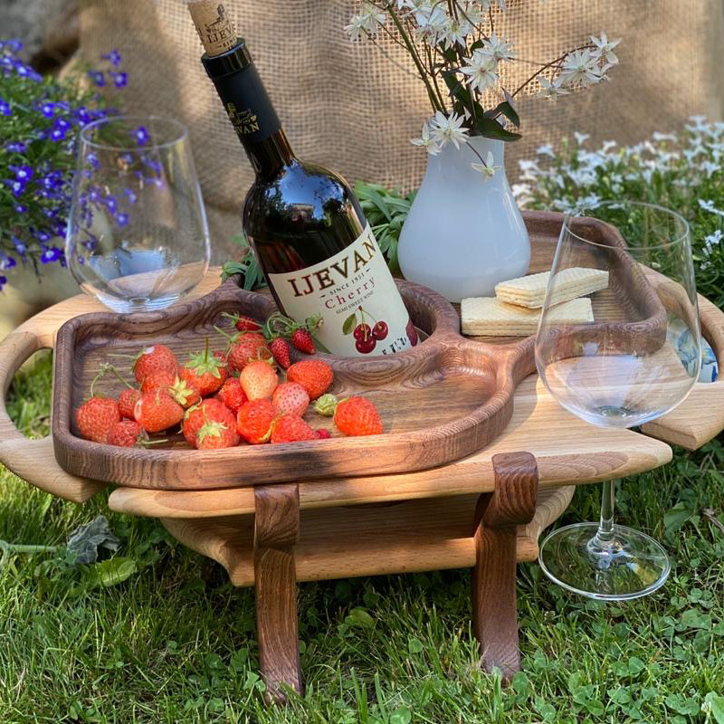 Столик для вина, который нужен везде